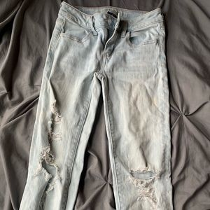 ripped american eagle skinny jeans
